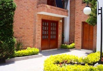 Casa en Bogota San Jose De Bavaria - seis garajes, dos depósitos