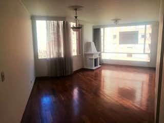 Una sala de estar llena de muebles y una ventana en Apartamento venta En Bogota Lagos De Cordoba La Alhambra Sala-Comedor