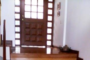 Casa En Venta En Bogota Lindaraja, casa de tres niveles en conjunto cerrado, con excelentes espacios iluminados, terraza privada, balcón