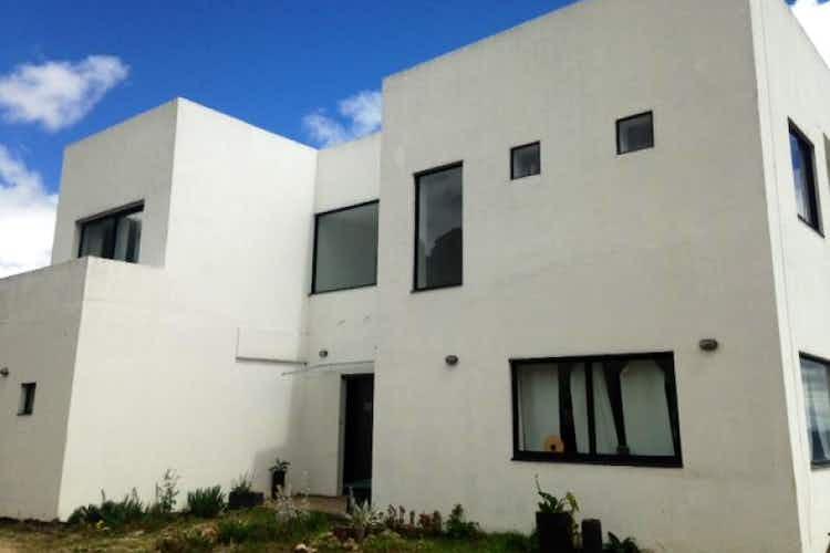 Portada Casa en Yerbabuena, Sopo - cuenta con 3 alcobas y 3 baños.