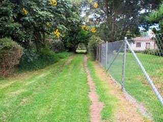 Un camino con una cerca y una cerca en Finca En Bogota Guaymaral