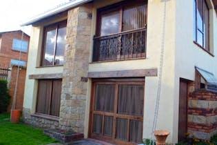 Casa En Venta En Chia Villa Claudia, cuenta con 4 alcobas y 5 baños.