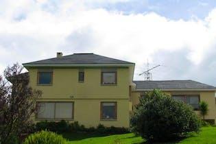 Casa Campestre En Venta En Chia Altos De Yebarbuena cuenta con tres niveles con hermosa vista a los cerros