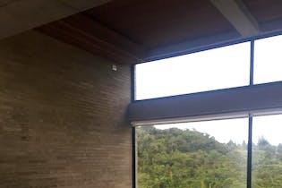 Casa Campestre En Venta En Chia Yerbabonita, cuenta con 4 alcobas y 5 baños.