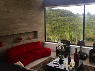 Una sala de estar llena de muebles y una gran ventana en Conjunto Yerba Bonita