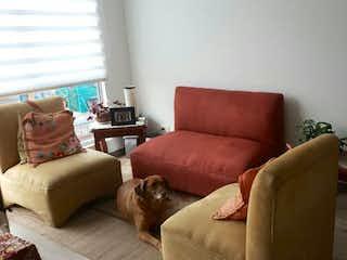Una sala de estar llena de muebles y un sofá en Apartamento En Venta En Cajica, con cuatro habitaciones y dos baños.