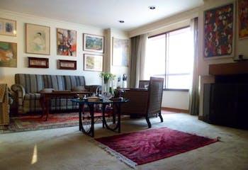 Apartamento En Venta En Bogota Santa Barbara Occidental, edificio con excelente seguridad y buen estado.