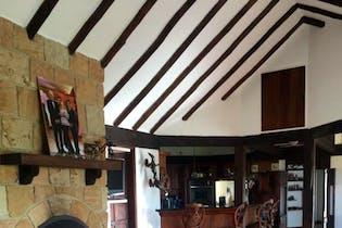 Casa Campestre En Venta En Chia Altos De Yerbabuena, cuenta con 4 alcobas y 3 baños.