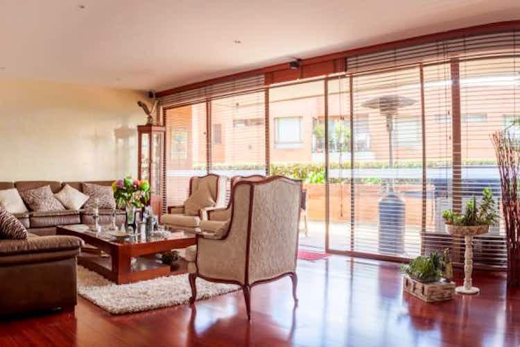 Portada Apartamento En Venta En Bogota Miracolina chimenea a gas natural en la sala
