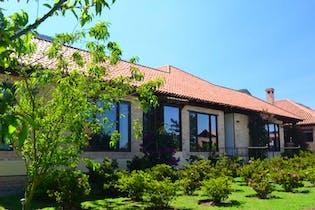 Casa Campestre En Venta En Tenjo Conjunto Llano Grande rodeada de hermosos jardines, con vista panorámica a los cerros