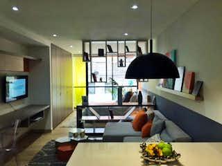 Una sala de estar llena de muebles y una televisión de pantalla plana en  Edificio Apartaestudios 8-43