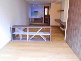 Una habitación que tiene un suelo de madera en ella en Edificio