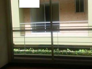 Una ventana que tiene una puerta de cristal en Conjunto