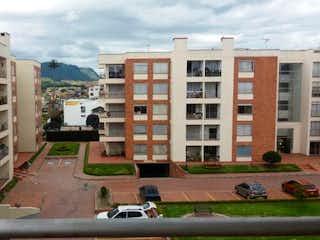 Una calle de la ciudad llena de muchos edificios altos en Apartamento en Cajica Conjunto San Cipriano - con vista a los cerros