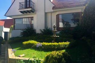 Casa En Venta en Bogota Prados Del Country, cerca a Avenidas principales