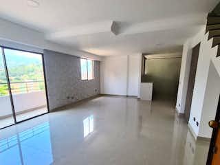 Un cuarto de baño con lavabo y un espejo en Apartamento venta Loma Bernal, Medellin, Antioquia