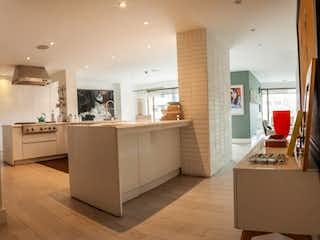 Una gran cocina con una gran encimera en Apartamento en Bogota Rosales - con cuarto y baño de servicio