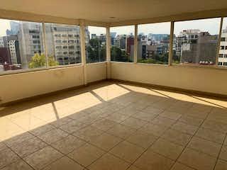 Un baño con suelo de baldosa y una ventana en Departamento PH en renta y venta - Polanco