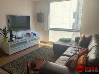 Una sala de estar llena de muebles y una televisión de pantalla plana en Apartamento en venta en Lomas de Chapultepec, de 240mtrs2