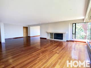 Una vista de una sala de estar con suelos de madera en Apartamento en Rosales, Chico - 310, tres alcobas, chimenea