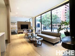 Una sala de estar llena de muebles y una gran ventana en EXCLUSIVO PROYECTO EN PLANOS APARTAMENTOS DE LUJO