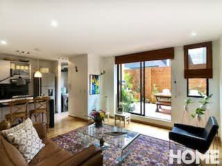 Una sala de estar llena de muebles y una mesa en ESPECTACULAR APARTAMENTO EN CHICÓ III, CON TERRAZA