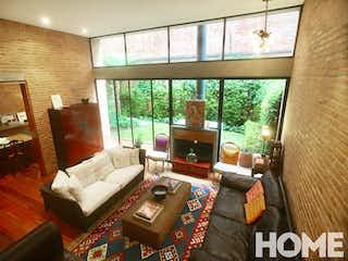 Una sala de estar llena de muebles y una gran ventana en EXCLUSIVA TOWN HOUSE - CHICO RESERVADO