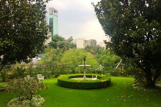 Casa en venta en Real de las Lomas, 840 m² con jardín