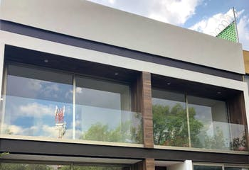 Casa en venta en Las Águilas, 166 m² totalmente remodelada