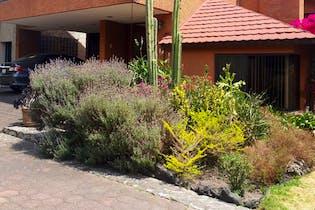 Casa en venta en Fuentes de Tepepan, 307 m² con jardín
