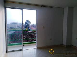Una cocina con una ventana y una ventana en Apartamento ParaVenta