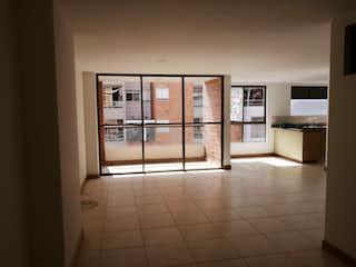 Un cuarto de baño con ducha y un espejo en Apartamento en venta en Alcalá de 3 alcoba