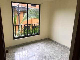 Una ventana que está en la esquina de una habitación en Casa Unifamiliar De 192 m² En Venta En Santa Ana Bello - Antioquia
