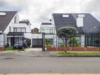 Una esquina con un edificio en el fondo en 102927 - Casa en venta en La floresta