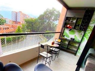 Una imagen de una sala de estar con un gran ventanal en Apartamento en Venta en Loma Del Esmeraldal