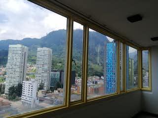 Una ventana con un horizonte de la ciudad en el fondo en APTO BARICHARA CENTRO BOGOTA