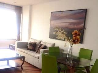 Una sala de estar llena de muebles y una televisión de pantalla plana en APTO VENTA/RENTA AMOBLADO CALLE 118