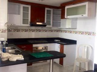 Un cuarto de baño con lavabo y un espejo en VENTA/ARRIENDO DUPLEX EN CHICO NORTE