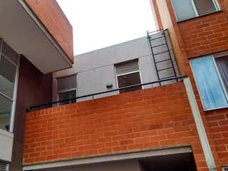 Un edificio de ladrillo con un edificio de ladrillo rojo en Apartamento En Venta En Bogota Madelena