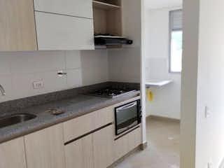 Una cocina con una estufa blanca encima del horno en APARTAMENTO PARA ESTRENAR SECTOR CAMINO VERDE ENVIGADO