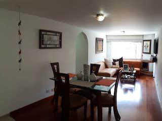 Una sala de estar llena de muebles y una mesa en Apartamento en venta en Palermo de 2 habitaciones
