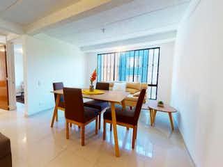 Una sala de estar llena de muebles y una ventana en Conjunto La Giralda