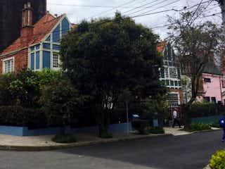 Una vista de una calle frente a una casa en VENDO BOGOTA CASA CHAPINERO 320 MTS