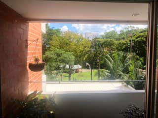 Una vista de una ciudad desde una ventana en Se Vende Apartamento en Pilarica, Medellin