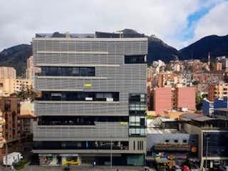 Una calle de la ciudad llena de muchos edificios altos en BOGOTA VENDO APARTA ESTUDIO PARA ESTRENAR CHAPINERO 38 MTS
