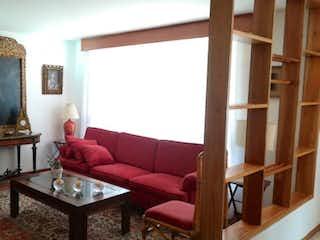 Una sala de estar llena de muebles y una ventana en VENDO APARTAMENTO:CONTADOR:3H:2B:120M2