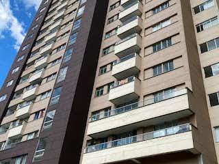 Un edificio alto con una ventana grande delante de él en Apartamento en Venta SURAMERICA