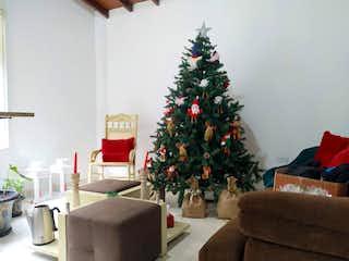Una sala de estar con un árbol de navidad en ella en Venta de casa en El Velódromo - Los Olivos