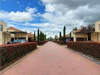 Una vista de una calle con un edificio en el fondo en Renta o Venta casa cota