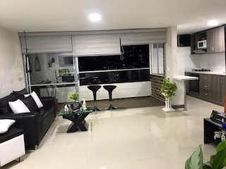 Un cuarto de baño con lavabo y bañera en Apartamento en venta en Suramérica de dos habitaciones